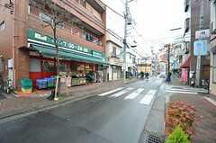 シェアハウスの前の通りは商店街です。(2014-12-16,共用部,ENVIRONMENT,1F)