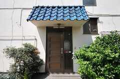 シェアハウスの正面玄関。(2013-06-04,周辺環境,ENTRANCE,1F)