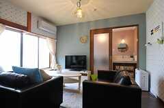 リビングの様子。TVの裏手が洗面台とランドリールームです。(2013-06-04,共用部,LIVINGROOM,1F)