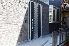 正面玄関の様子。(2013-01-29,周辺環境,ENTRANCE,1F)