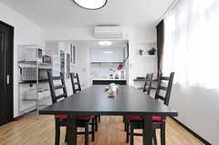 ダイニング・テーブルの様子2。(2013-02-07,共用部,LIVINGROOM,1F)