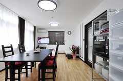 キッチン側から見たリビングの様子。(2013-02-07,共用部,LIVINGROOM,1F)