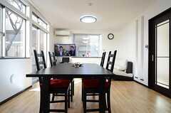 キッチンから眺めたリビングの様子。(2013-01-29,共用部,LIVINGROOM,1F)