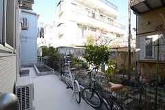 庭の様子。奥に小さな菜園があります。(2013-01-29,共用部,OTHER,1F)
