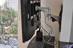 壁掛けTVには、アームは変幻自在。自由に角度を変えられます。(2013-02-07,共用部,TV,1F)