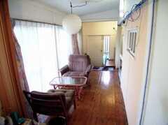 廊下の様子。日当たりが良く、気持ち良い。(2006-08-23,共用部,OTHER,1F)