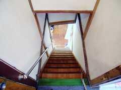 階段の様子。(2Fから1F)(2006-08-23,共用部,OTHER,2F)