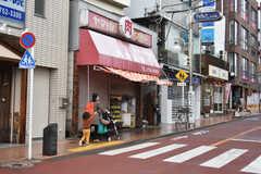 駅前には個人商店が立ち並んでいます。(2018-03-09,共用部,ENVIRONMENT,1F)