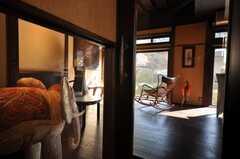 ラウンジのドアはガラス張りです。(2009-11-06,共用部,LIVINGROOM,1F)