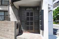 シェアハウスの正面玄関。(2013-05-06,周辺環境,ENTRANCE,1F)