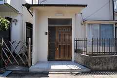 シェアハウスの正面玄関。(2011-04-05,周辺環境,ENTRANCE,1F)