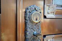シェアハウスの玄関ドアの鍵。(2011-04-05,周辺環境,ENTRANCE,1F)