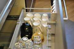 キッチン下の収納には食器がひと通り揃っています。(2012-12-10,共用部,KITCHEN,4F)