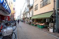 シェアハウスの周辺は商店街です。(2012-12-10,共用部,ENVIRONMENT,1F)