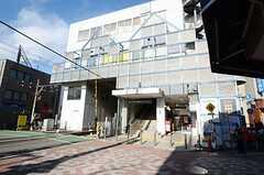 最寄りの東急池上線・雪が谷大塚駅の様子。(2012-12-10,共用部,ENVIRONMENT,1F)