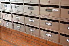 郵便受けの様子。専有部ごとに分かれています。(2018-05-01,周辺環境,ENTRANCE,1F)
