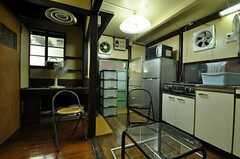 シェアハウスのリビングの様子。(2010-11-16,共用部,LIVINGROOM,1F)
