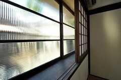 今となっては珍しいモールガラス。(101号室)(2010-11-16,専有部,ROOM,1F)