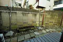 庭では物干しができます。(2010-11-16,共用部,OTHER,1F)