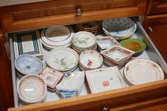食器類は引き出しにも収納されています。(2017-03-24,共用部,KITCHEN,1F)