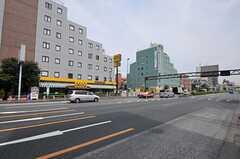 駅前の環七通りの様子。(2012-05-21,共用部,ENVIRONMENT,1F)
