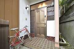 玄関ドアの様子。(2014-10-07,周辺環境,ENTRANCE,1F)