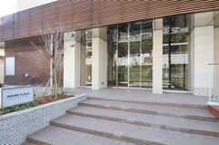 シェアハウスの正面玄関。(2011-03-11,周辺環境,ENTRANCE,1F)