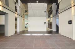 正面玄関から見た内部の様子。(2011-03-11,周辺環境,ENTRANCE,1F)