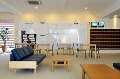 シェアハウスのラウンジの様子3。シェアマップという、入居者さんが自由に周辺情報を書き込めるマップが用意されています。(2011-03-11,共用部,LIVINGROOM,1F)