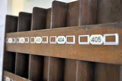 リノベーション前に使われていた棚は、引き続き利用されることに。部屋ごとに設置され、多目的に使えます。(2011-03-11,共用部,OTHER,1F)