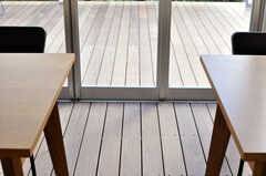 外と中で高さの違いがないので、気軽に動きやすい設計です。(2011-03-11,共用部,OTHER,1F)