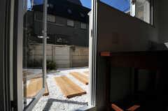 テラスの様子。(101号室)(2011-03-11,専有部,ROOM,1F)