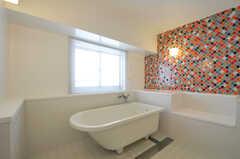 ゆったりとした浴槽です。(2011-03-11,共用部,BATH,3F)