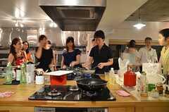 男性も料理に挑戦!(2014-07-25,共用部,PARTY,2F)