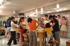 子どもも興味津々。(2014-07-25,共用部,PARTY,2F)