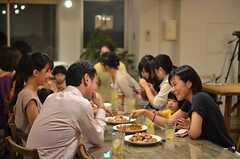 初めて会った同士も会話が弾みます。(2014-07-25,共用部,PARTY,2F)