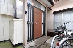 シェアハウスの正面玄関。(2014-02-10,周辺環境,ENTRANCE,1F)