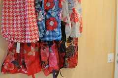部屋ごとに使えるエコバッグが、壁に掛けられています。(2011-12-23,共用部,OTHER,2F)