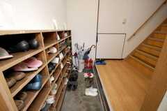 シェアハウスの正面玄関。(2008-10-14,周辺環境,ENTRANCE,1F)