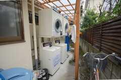洗濯機の様子。(2008-10-14,共用部,LAUNDRY,1F)