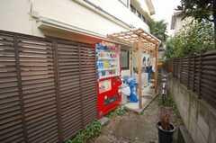 自動販売機も設置されている。(2008-10-14,共用部,OTHER,1F)