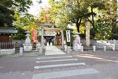 近所の神社。七五三のお参りをしている家族がいました。(2016-11-07,共用部,ENVIRONMENT,1F)