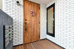 シェアハウスの玄関ドア。(2018-01-12,周辺環境,ENTRANCE,1F)