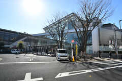 小田急線・経堂駅前の複合施設「コルティ経堂」の様子。(2018-01-12,共用部,ENVIRONMENT,1F)