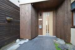 シェアハウスの正面玄関。(2016-02-12,周辺環境,ENTRANCE,1F)