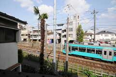 窓の外には世田谷線。(207号室)(2013-04-18,専有部,ROOM,2F)