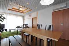 ダイニング・テーブルは、天板のサイズを大きくできます。(2011-10-04,共用部,LIVINGROOM,5F)