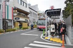 家からすぐの場所にバス停があります。(2015-02-09,共用部,ENVIRONMENT,1F)