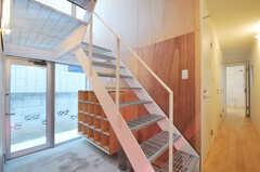 階段と廊下の様子。(2011-01-28,周辺環境,ENTRANCE,1F)