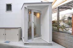 玄関の様子。(2011-01-28,周辺環境,ENTRANCE,1F)